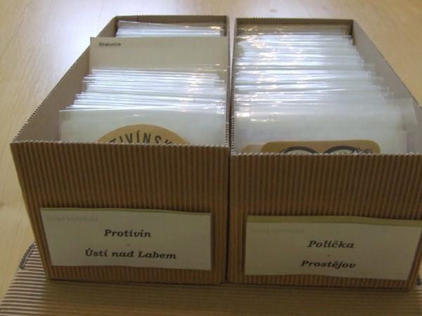 Tácky ve foliových po¹etkách, v krabicích jako kartotéka
